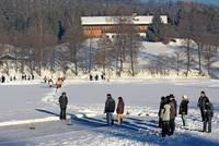 Eisstockschießen am Dreiburgensee