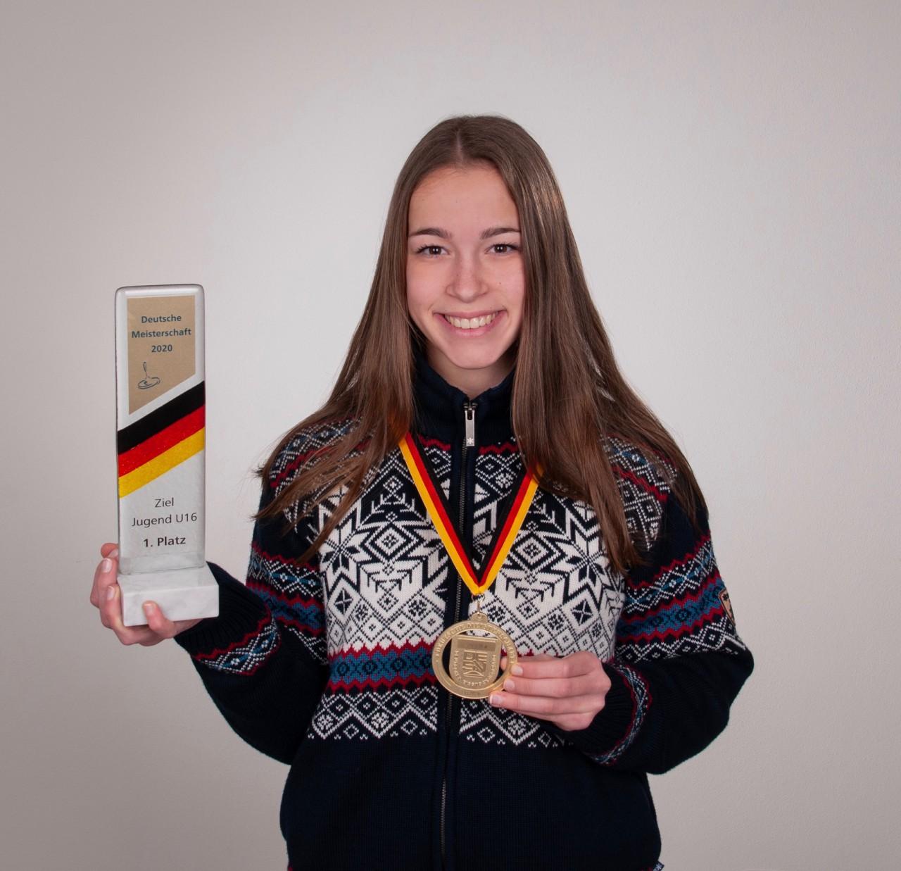 Stefanie ist Deutsche Meisterin im Eisstock-Zielschießen