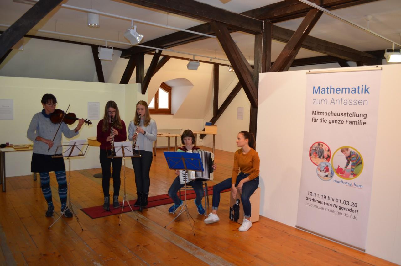 """Musikalische Umrahmung bei der Ausstellung """"Mathematik zum Anfassen"""""""