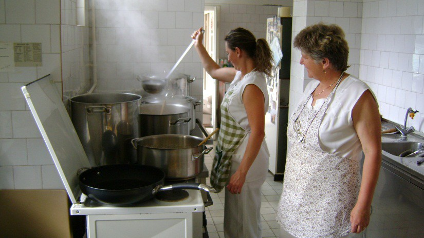 Täglich eine warme Mahlzeit für etwa 100 Bedürftige