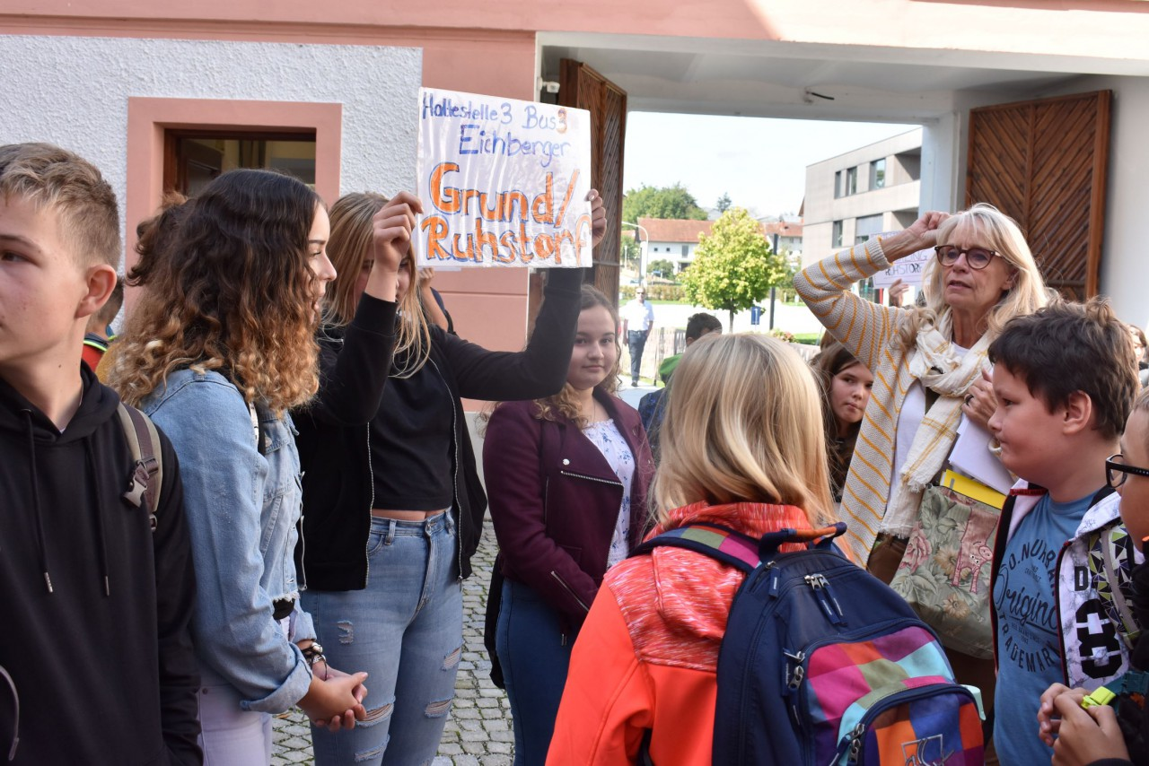 Buspaten begleiten die neuen Schüler