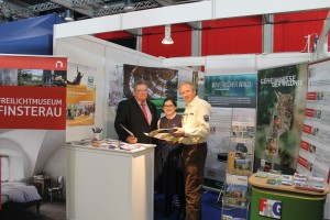 Max Niedermaier, Bürgermeister von Grafenau, Carolin Pecho und Lothar Mies vom Nationalpark Bayerischer Wald freuten sich über die Resonanz auf das Angebot.