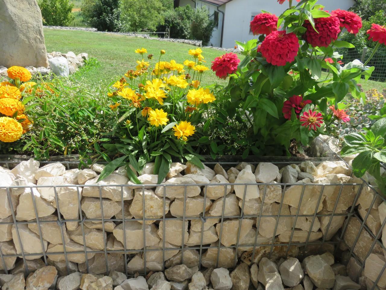 Hochbeete für Blumen und Gemüse- / Obstpflanzen